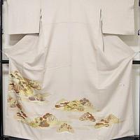 【色留袖】共八掛 正絹 紋綸子 3つ紋 落款入り/刺繍 棒霞に松/ベージュ☆160cm前後の方ベスト【美品】