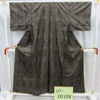 リユース【大島紬 OT-00109】グレー地 四角柄  身丈152cm 裄丈62cm