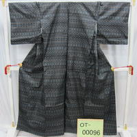 リユース【大島紬 OT-00096】濃グレー地 幾何学模様柄  身丈159cm 裄丈68cm