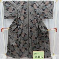 リユース【大島紬 OT-00065】紺地 乱れ菱柄  身丈159cm 裄丈64cm