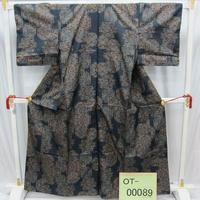 リユース【大島紬 OT-00089】紺地 変形角柄  身丈161.5cm 裄丈62.5cm