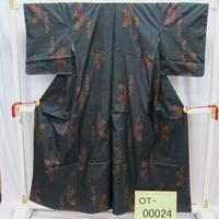 リユース【大島紬 OT-00024】紺地 赤い花柄  身丈156cm 裄丈63.5cm