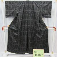 リユース【大島紬 OT-00077】グレー地 幾何学模様柄  身丈154cm 裄丈61.5cm