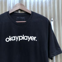 okayplayer. 🔉 Tee Size-L