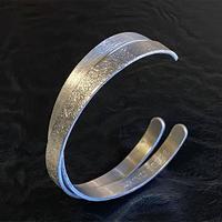 シルバーに代わる新素材Alkemeによる《HONORI》(バングル)