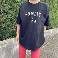 黒Tシャツ(文字はベージュゴールド)