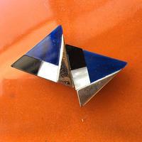 モダンな三角形の帯留め