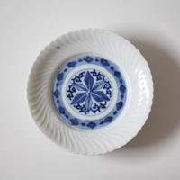 【季節のうつわ】伊万里染付捻文小皿(その1)11.8cm Imari Blue and White Small Dish with Twisted Pattern 19th-20th C