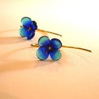 ブルーグラデーションの小花