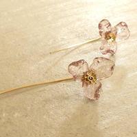 クリアガラスのフラワーピアス【ピンク】