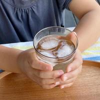 作家のグラスで飲む手作り梅ジュース