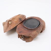 A014【硯】珍品 木彫蛙型硯箱 在銘 硯