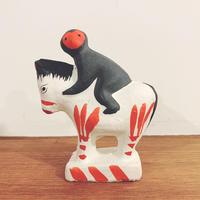 古賀人形の『馬乗猿』