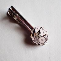 古時計の心臓ネクタイピン