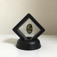 宇宙意思との共振共鳴「地球の石(意思)」黒フレーム(一辺5㎝厚さ1.8㎝ 高さ6.5㎝)