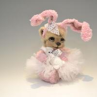 Sretlana Matskevich / ウサギを持った女の子