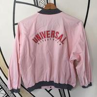 【個性的】ユニバーサル ロゴ ピンク ブルゾン