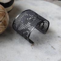MAISON RUBUS. recollection lace bangle  (black)