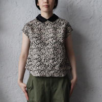 R&D.M.Co- wild berry round collar no sleeve blouse