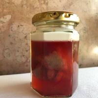イチゴとリュバルブのコンポート入りイチゴゼリー、アマレットクリーム