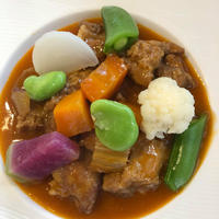 仔羊と野菜の白ワイン、トマト煮込み 肉約100gと野菜とソース