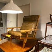 GE375 /  Hans J wegner Lounge Chair by GETAMA