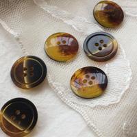 べっ甲色のボタン 4穴15mm フランス現代ボタン