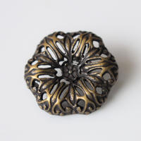 フランス 透かし彫り花のメタルボタン 一つ穴20㎜