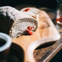 イチゴとエスプレッソのロールケーキ