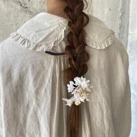 揺れ花びらのミニクリップ* White / Gray