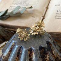 [6月誕生花×誕生石]カモミールとムーンストーンの真鍮イヤリング *