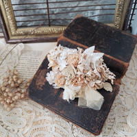 【Lilaf限定1点*】お花とふんわりチュールのコサージュ*ベージュ