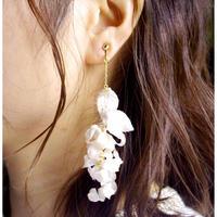 ライラックの片耳ピアス/イヤリング(white)