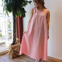 ダブルガーゼで魅せる、ゆるふわなノースリーブデザインワンピース(ハニーピンク色)