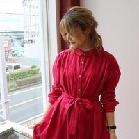 ゆるふわなダブルガーゼで魅せる、こだわり抜いたバックタックデザインシャツワンピース(ポピーレッド