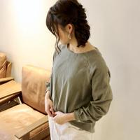 【受注生産】ふんわりダブルガーゼのシンプルなカフス仕様のプルオーバーブラウス(カーキ)