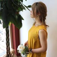 ダブルガーゼで魅せる、ゆるふわなノースリーブデザインワンピース(マスタード色)
