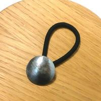 槌目模様 円形シルバーヘアゴム 燻し仕上げ