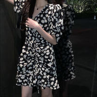 花柄 ワンピース Vネック ブラック バブルスリーブ ギャザー 韓国ファッション レディース 黒 パフ袖 ハイウエスト Aライン ショート丈 ガーリー DTC-615247009858_bk