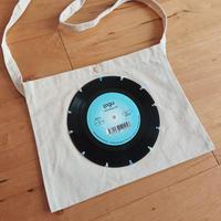 本物のレコードを使ったサコッシュ「bagu」ブルー