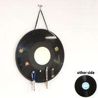 本物のレコードで出来たキーラック   アクセサリーラック   キーホルダー掛け  ミラー付 インテリア 玄関 KR-005