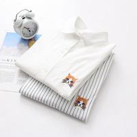 2色展開 とぼけた猫のワンポイント刺繍ブラウス