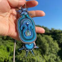 ネックレス 青の輝きクリスタルストーン