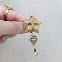 【ミッチのかけら】星と鍵のブローチ