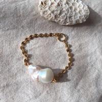 Big baroque pearl bracelet