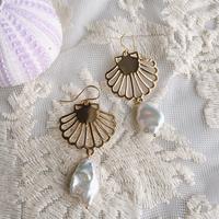 Shell charm & baroque pearl