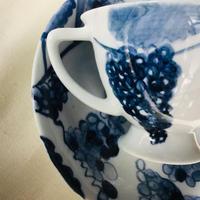 葡萄の手描きの絵   Hand-painted on porcelain  有田焼 カップ&ソーサー Arita Yaki's Cup & Saucer