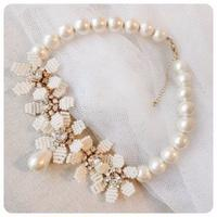 white   beads flower necklace