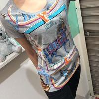 スカーフ柄Tシャツ
