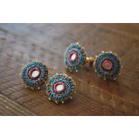 ミラー刺繍とガラスビーズの丸ピアス・イヤリング blue×pink